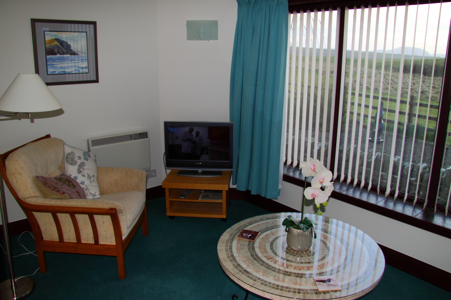 Rickla self catering accommodation in orkney - Naturewood furniture for both indoor and outdoor sitting ...